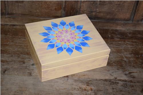 Malovaná krabice na čaj