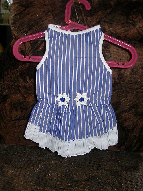 10. Šaty modrobílé-,,pruh,,