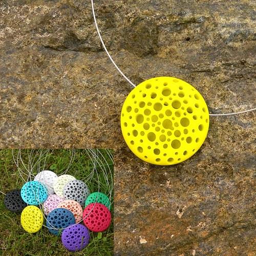 Vrtaný náhrdelník kulatý/libovolná barva na přání