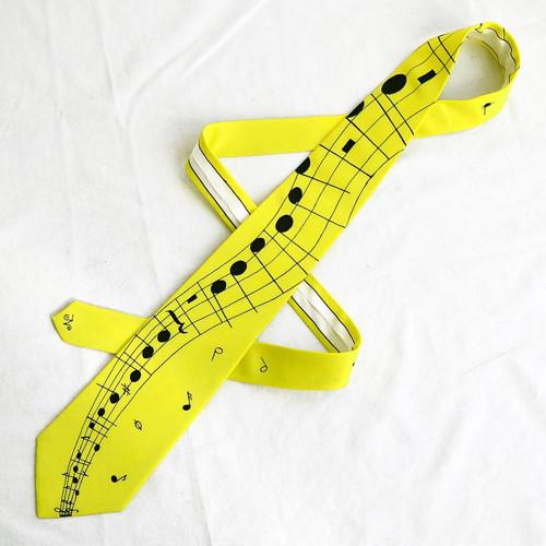 Citronově žlutá kravata s notovou osnovou a notami