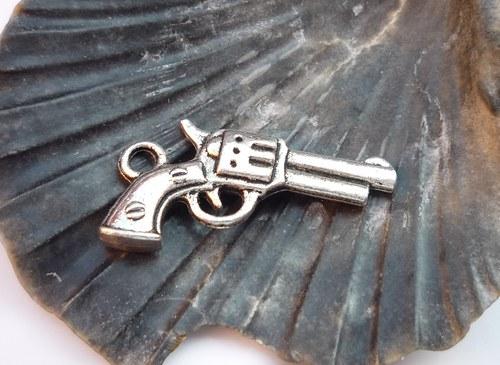 pistole  -  2 ks
