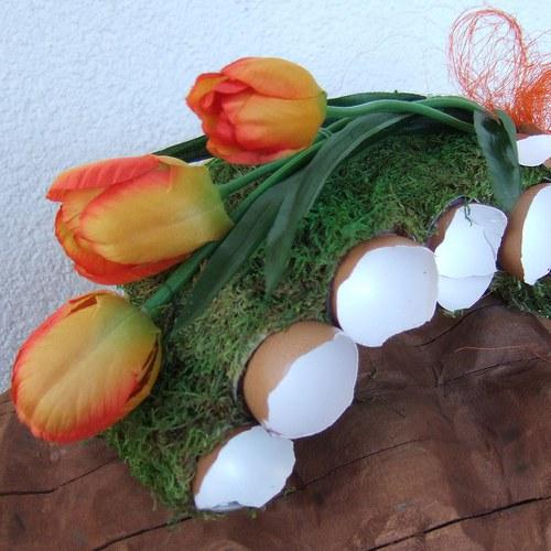 Jarní parter s tulipány