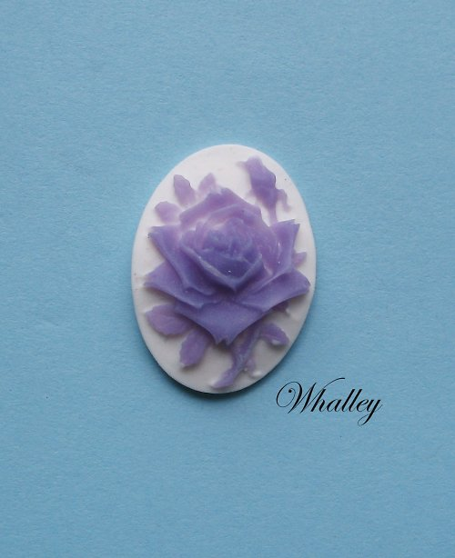 Cameo Violet Rose 25x18 mm 1ks