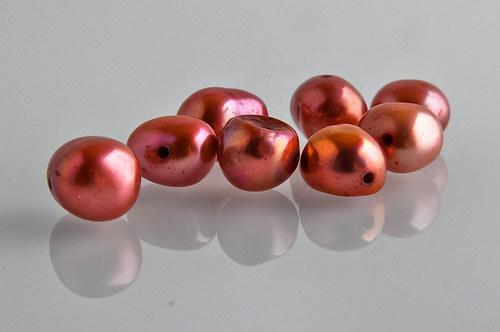 NAT555 Prírodné perly ČERVENÉ /1ks