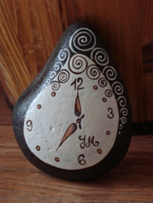 hodiny na kameni