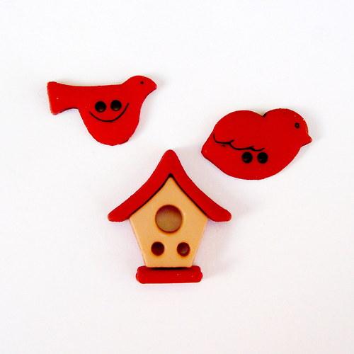 Ptáčci s budkou v červeném