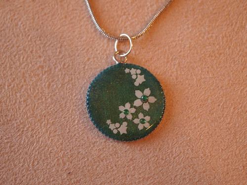 Smaragdově zelený s kytičkama