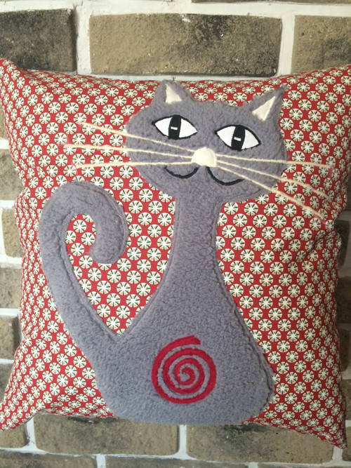 Red Marthen šedá kočka se spirálou