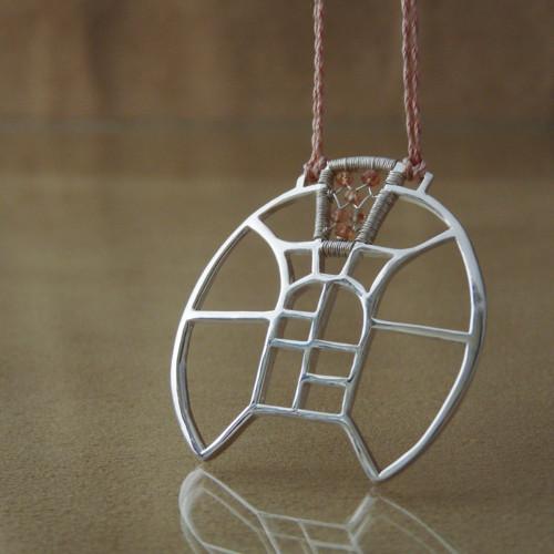 Rozeta se slunečním kamenem - náhrdelník
