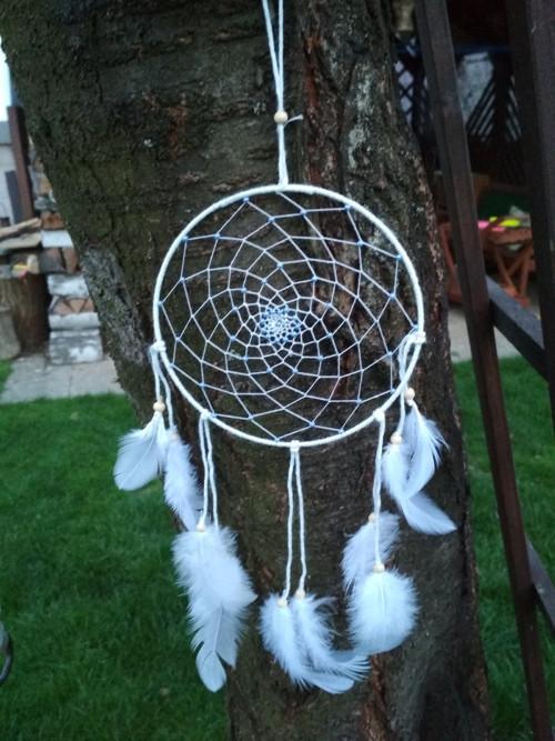 LAPAČ SNŮ - bílý a fialkové perličky