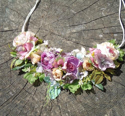 Pudrové květy - náhrdelník