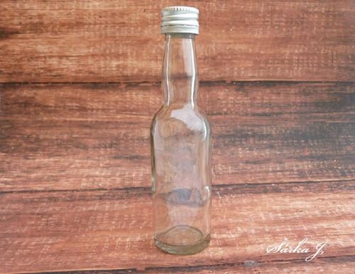 skleněná lahvička s ALU uzávěrem