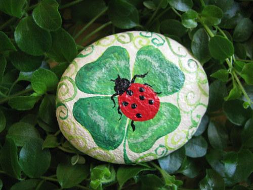 malovaný kamínek ČTYŘLÍSTEK