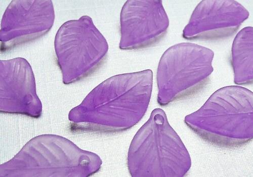 Plastový frosted lísteček 18 mm - fialová / 5 ks