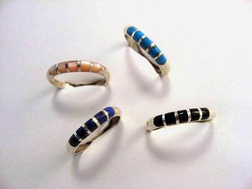 Zebra I. ring: prsten stříbr.kámen nebo perleť.
