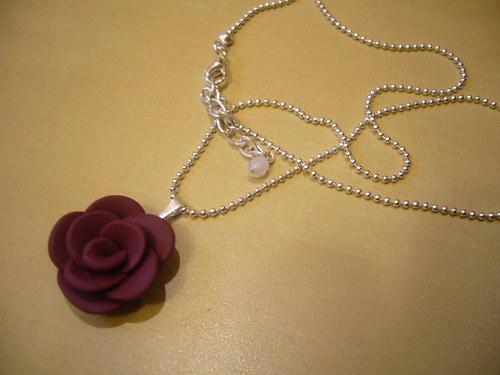 Náhrdelník-růže bordo