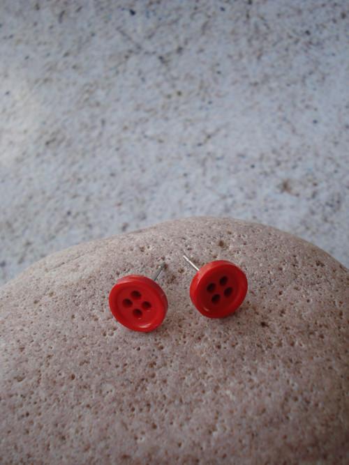 Puzetky - svět je červený knoflík