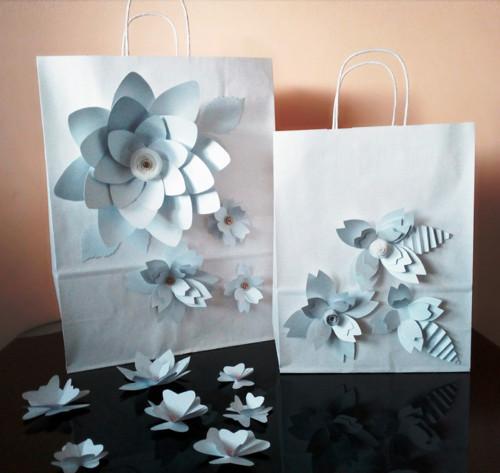 Dárková papírová taška s květy