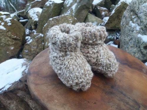 Bačkorky z ovčí vlny - spředené, barvené, pletené