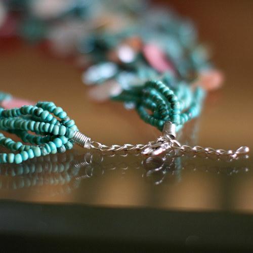 Náhrdelník s perleťovými komponenty
