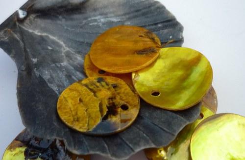 žluté perleťové penízky  10 ks   15 mm