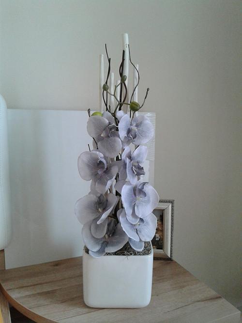 Moderní dekorace s orchidejí