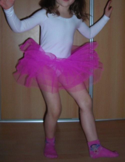 DRES s tylovou sukní