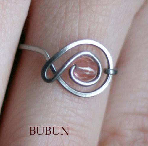 Růžolín prsten
