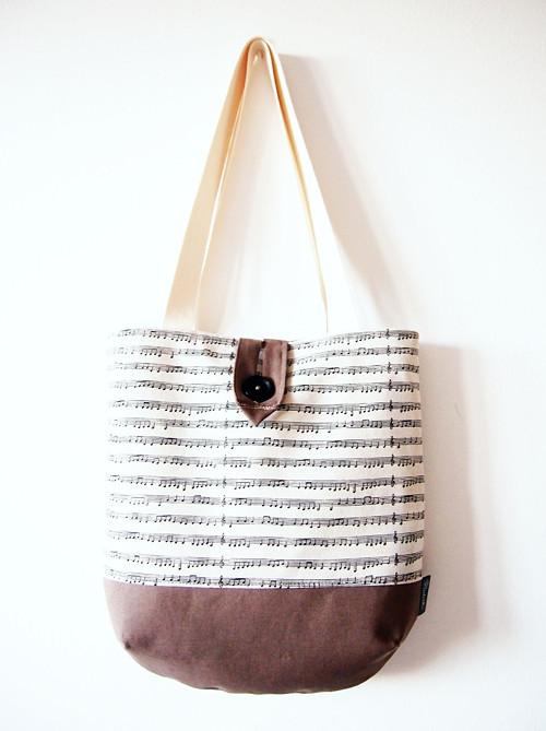 Veľká režná taška na plece - noty s hnedou