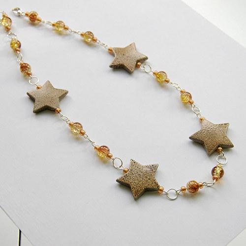 Náhrdelník s hnědými hvězdičkami