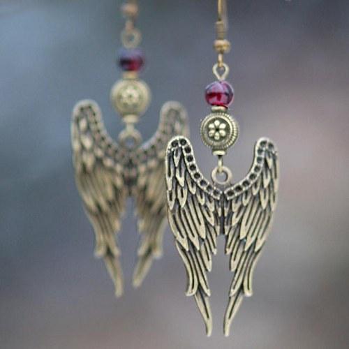 Dvojitá křídla s granáty