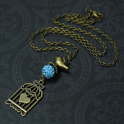 Náhrdelník s klíckou, ptáčkem a shamballa korálkem