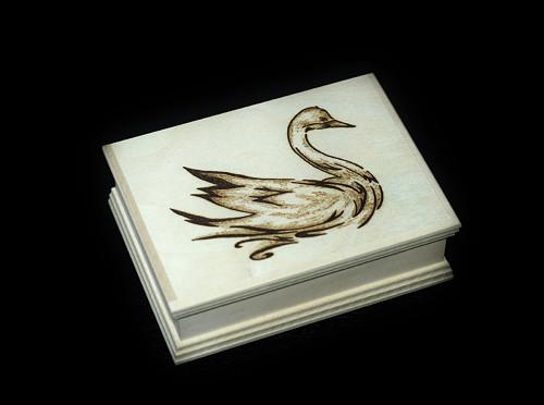 Krabička s labutí