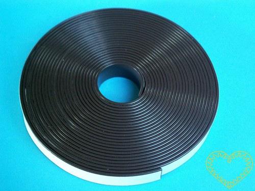 Magnetická samolepící páska - š=1,25 cm, d=5 m