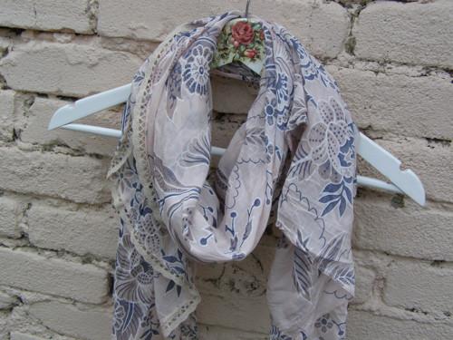 Hedvábný šátek pudrový