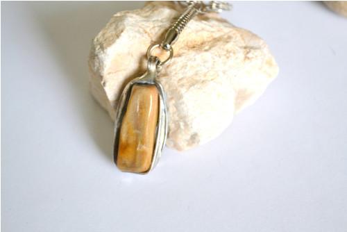 Zkamenělé dřevo - přívěsek na klíče