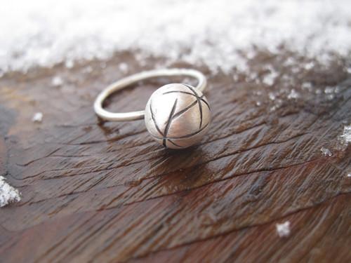 Prsten Universe s kuličkou