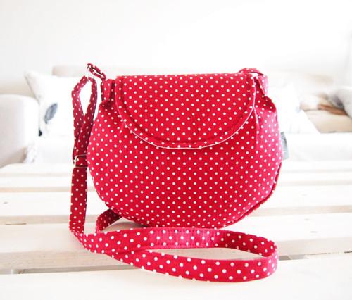 Malá režná kabelka - biele bodky na červenej