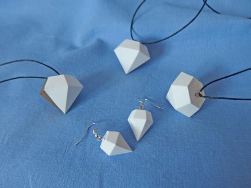 """Přívěšek a náušnice \""""Diamant\"""" z umělého kamene"""