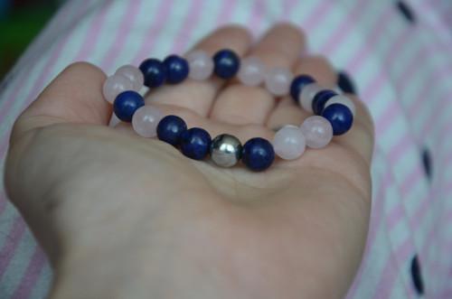 Lapis lazuli s růženínem a hematitem