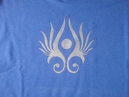 Modré tričko s ornamentem