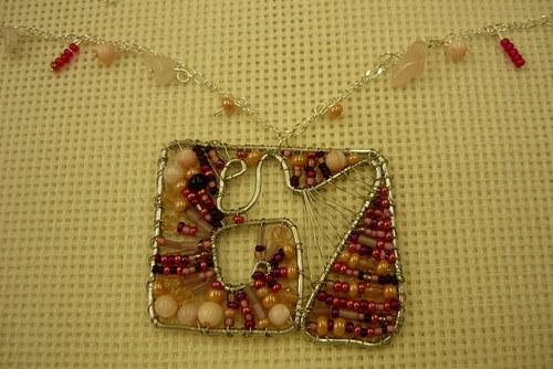 Drátkovaný náhrdelník Růžový čtvercový