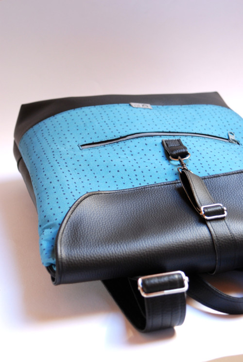 Městský batoh s klopou - Přistáváme - SLEVA