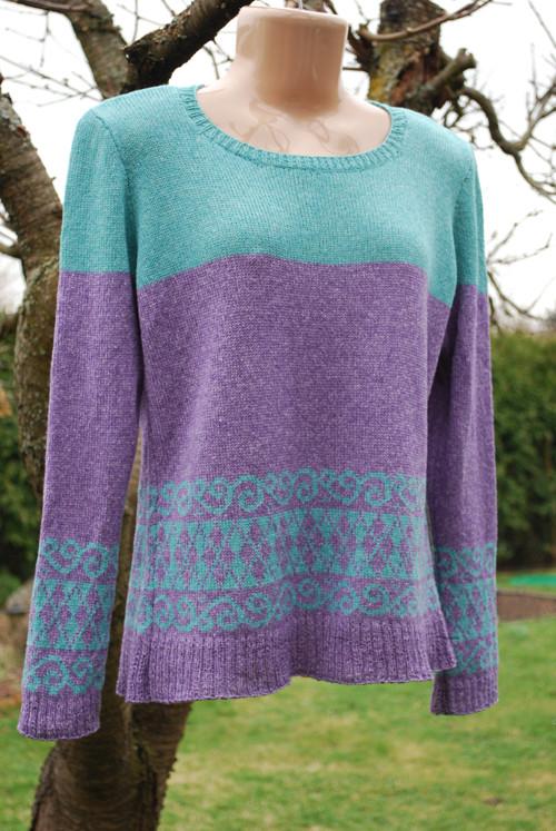 Dámský pulovr s vyplétaným vzorem