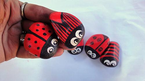 Malované kamínky - Brouci Červeňáci