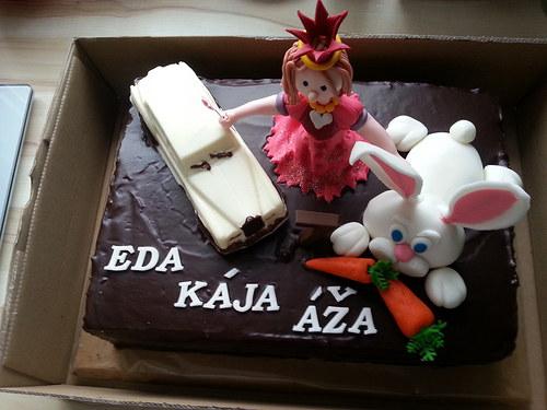 Čokoládový dort s banány a figurkami.....