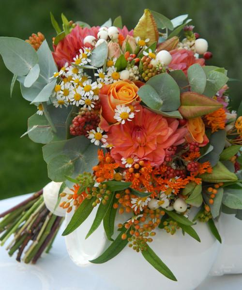 Svatební kytice tak trochu podzimní