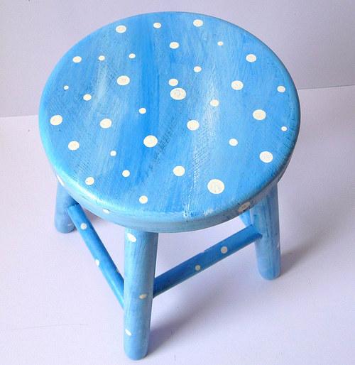 dřevěná stolička - mamí, proč mě studí dupa?