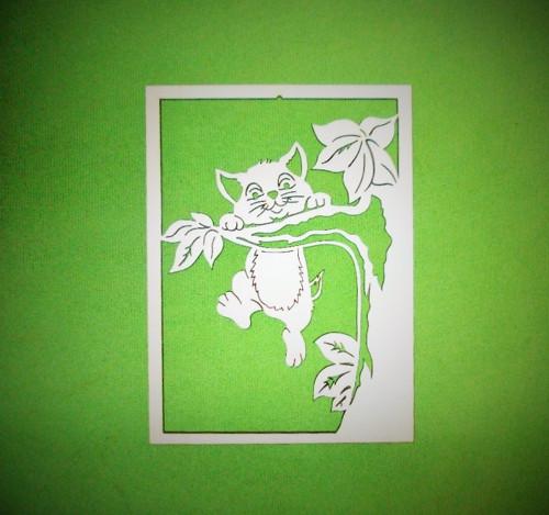 Celoroční dekorace kotě na stromě