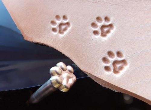 RAZIDLO do kůže, lepenky, skla - stopa kočky Cat